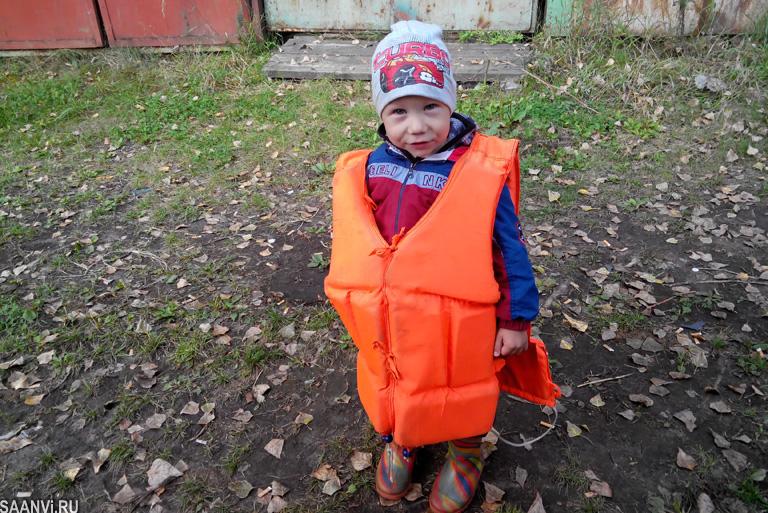 Паша и спасательный жилет